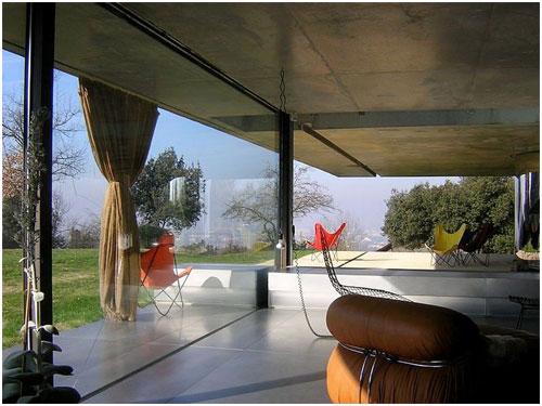 结构体系:钢筋混凝土 基本材料:混凝土,钢结构,铝板玻璃 波尔多住宅